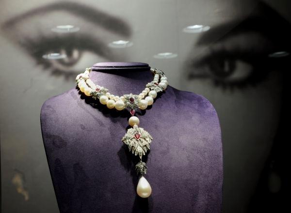 distruge perlele)