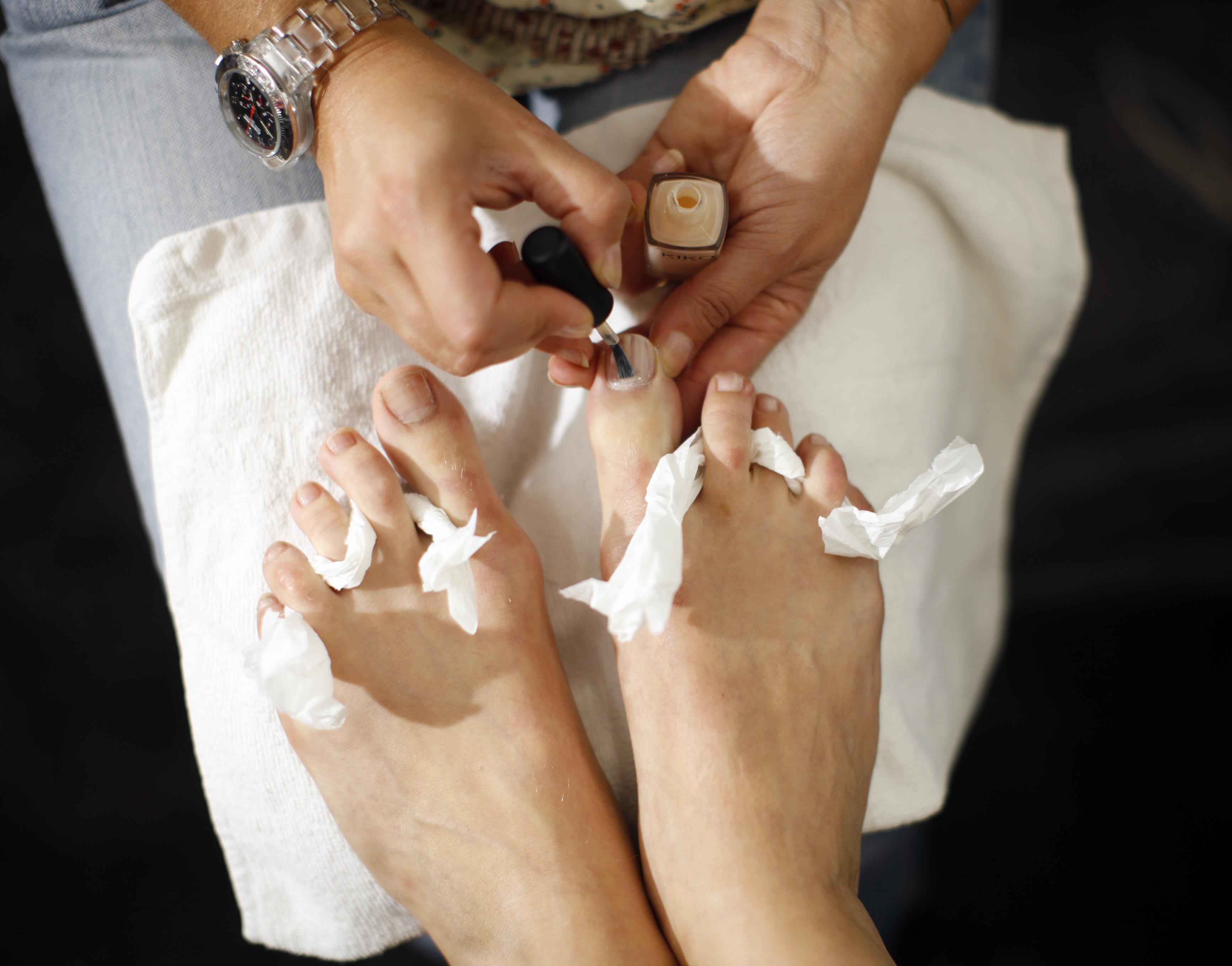 wart on foot pedicure