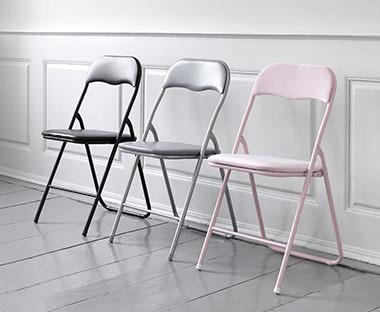 scaunele sunt mici